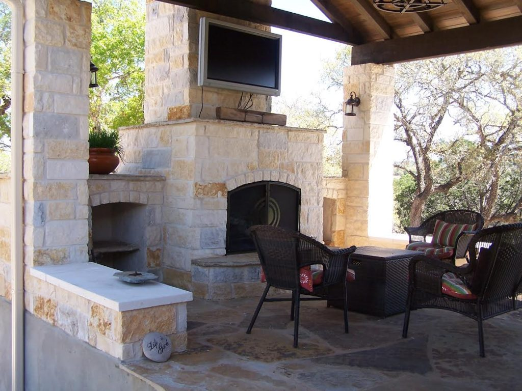 Custom hill country outdoor kitchen builder cmw general for Country outdoor kitchen